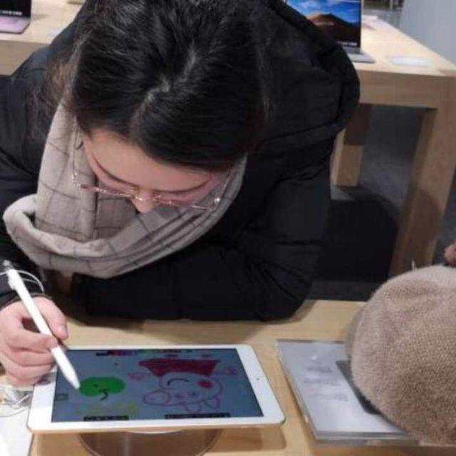 灵魂画手聚集苏宁门店画猪?凭技术免费拿走iPad Pro